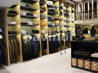 Tienda Sarto en Santiago de Compostela Pavinor Oficinas y tiendas de estilo moderno Hormigón Marrón