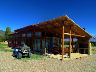 bioma arquitectos asociados Country style house Wood Amber/Gold