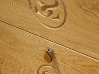 Bespoke Bedroom with concealed doors to en-suite Sculleries of Stockbridge クラシカルスタイルの 寝室
