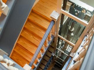 Instalación de ascensores en edificios residenciales Ezcurra e Ouzande arquitectura Pasillos, vestíbulos y escaleras de estilo clásico