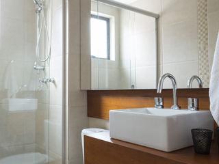 Stefani Arquitetura BathroomSinks Solid Wood Wood effect