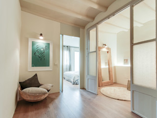 Lara Pujol | Interiorismo & Proyectos de diseño Mediterranean style corridor, hallway and stairs