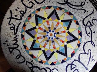 Plateaux de table en mosaïque (Pièces uniques) CHRISTOU Artiste/mosaïste Balcon, Veranda & TerrasseMobilier