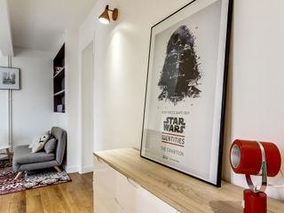 Transition Interior Design Pasillos, vestíbulos y escaleras de estilo moderno Madera Blanco