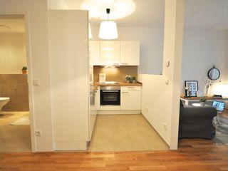kleine Musterwohnung in schwarz-weiß Karin Armbrust - Home Staging Skandinavische Küchen