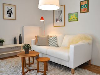 kleine Musterwohnung in türkis/orange Karin Armbrust - Home Staging Wohnzimmer im Landhausstil