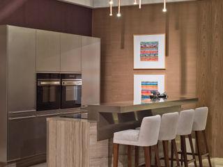 rafael egg arquitetura Modern kitchen Metal Grey