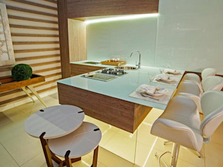 M.A.I.S. - Management. Architecture.Interior. Solutions Modern kitchen Glass Multicolored