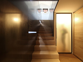 STUDIO DI ARCHITETTURA RAFFIN Modern corridor, hallway & stairs Iron/Steel Black