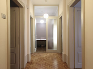 STUDIO DI ARCHITETTURA RAFFIN Classic corridor, hallway & stairs