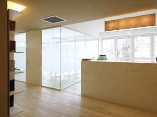 STUDIO DI ARCHITETTURA RAFFIN Modern corridor, hallway & stairs