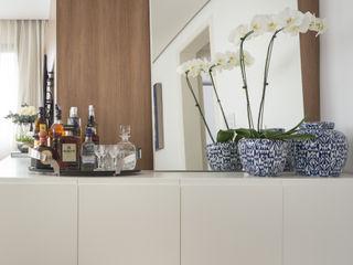 Stefani Arquitetura WohnzimmerCouch- und Beistelltische Holz Weiß