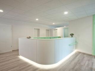 Empfangstheke Fang Interior Design Oficinas y Comercios