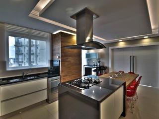 Pauline Kubiak Arquitetura Modern kitchen Wood