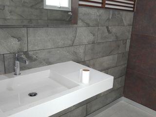 Hogar y Cerámica S.A. de C.V. Modern style bathrooms Ceramic Grey