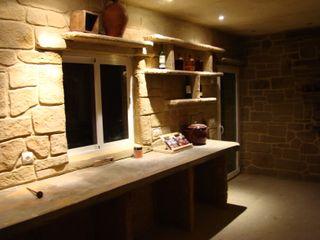 LuisyAnacb Ruang Penyimpanan Wine/Anggur Gaya Rustic Batu Kapur Beige