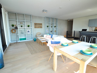 Home Staging einer Maisonette-Wohnung in bester Weser-Lage Karin Armbrust - Home Staging Moderne Wohnzimmer