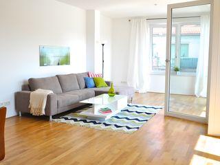 Alte Musterwohnung aufgepeppt Karin Armbrust - Home Staging Moderne Wohnzimmer