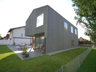 schroetter-lenzi Architekten Modern houses Wood Grey