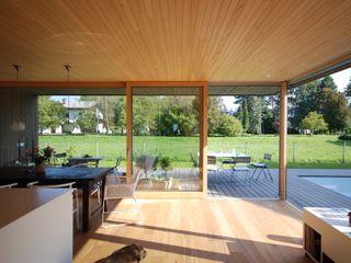 schroetter-lenzi Architekten Modern dining room Wood
