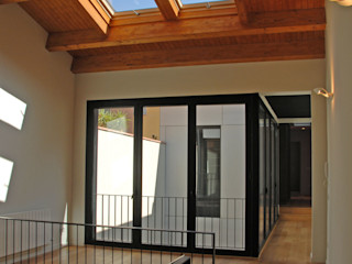 4+1 arquitectes Modern Study Room and Home Office