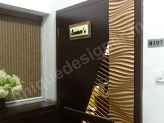 Mr. Arjit Sarkar UNIQUE DESIGNERS & ARCHITECTS Modern corridor, hallway & stairs