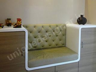 Mr. Makarand Pradhan UNIQUE DESIGNERS & ARCHITECTS Modern living room