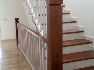 MUDEYBA S.L. Corridor, hallway & stairsStairs Solid Wood
