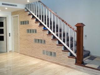 MUDEYBA S.L. Corridor, hallway & stairsStairs Solid Wood Brown