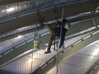 Limpieza de cúpulas, cristales y estructuras en altura Up3 Vertical Centros comerciales de estilo industrial