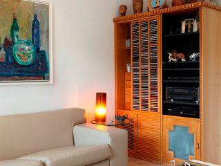Carlos Salles Arquitetura e Interiores Ausgefallener Multimedia-Raum