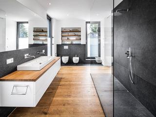 Corneille Uedingslohmann Architekten Baños de estilo moderno