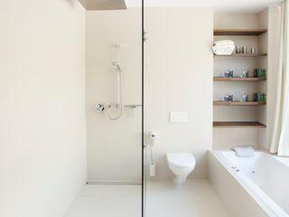 LOVE architecture and urbanism Baños minimalistas Blanco