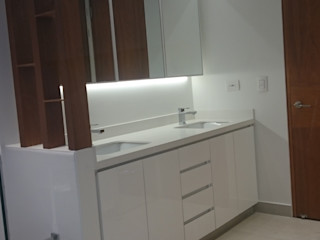 AMR ARQUITECTOS Modern bathroom