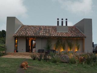 AMR ARQUITECTOS Modern houses
