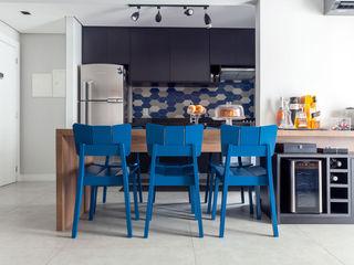 Márcio Campos Arquitetura + Interiores Modern Dining Room Blue