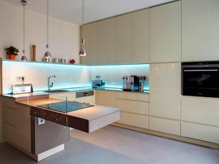 Raumgespür Innenarchitektur Design Ilka Hilgemann Cocinas modernas Vidrio Beige