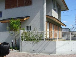 山道勉建築 Rumah Gaya Skandinavia Kayu Grey