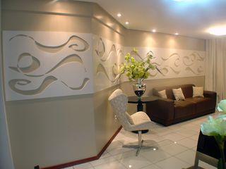 Aline Danielle Barros Complementto D モダンスタイルの 玄関&廊下&階段