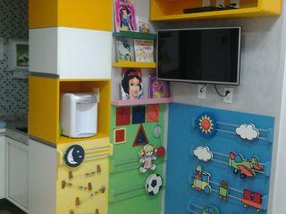 Projeto Complementto D モダンデザインの 子供部屋