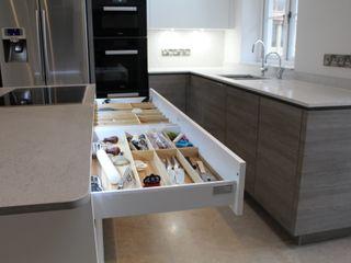 A Customer's ALNO Kitchen and Utility Room The ALNO Store Bristol Cucina moderna