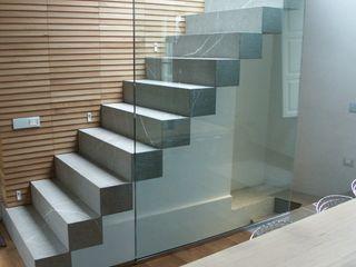 FROSINI PIETRE SRL Pasillos, vestíbulos y escaleras de estilo moderno Piedra Gris