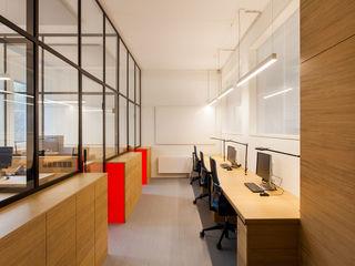 IONDESIGN GmbH Офісні будівлі Інженерне дерево Червоний