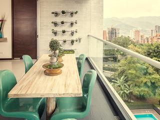 Cristina Cortés Diseño y Decoración Balcone, Veranda & TerrazzoMobili