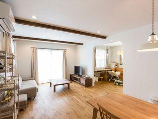 ジャストの家 Ruang Keluarga Gaya Mediteran Wood effect