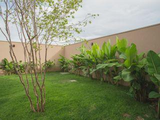 Residência Kaimoti Biloba Arquitetura e Paisagismo Jardins campestres