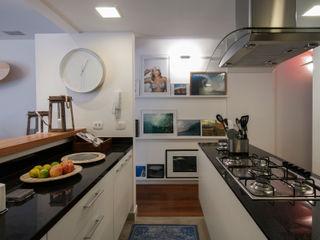 Tato Bittencourt Arquitetos Associados Modern kitchen