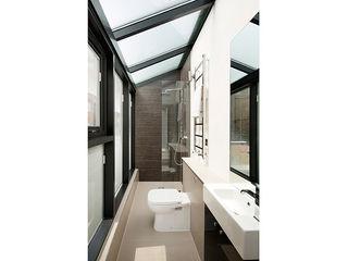 A development of 5 luxury houses in Primrose Hill Porcel-Thin Modern bathroom Tiles Wood effect
