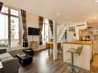 Small Apartment in London Tania Mariani Architecture & Interiors Soggiorno moderno Metallizzato/Argento