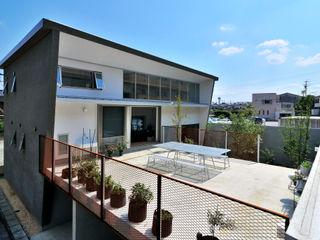 株式会社長野聖二建築設計處 Balkon, Beranda & Teras Modern